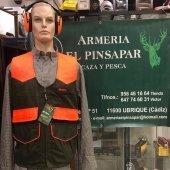 Amplia gama en chalecos de caza, camisas ,cascos protectores auditivos.  ¡Consúltenos!☎️📲  #armeriaelpinsapar #tutiendadeconfianza
